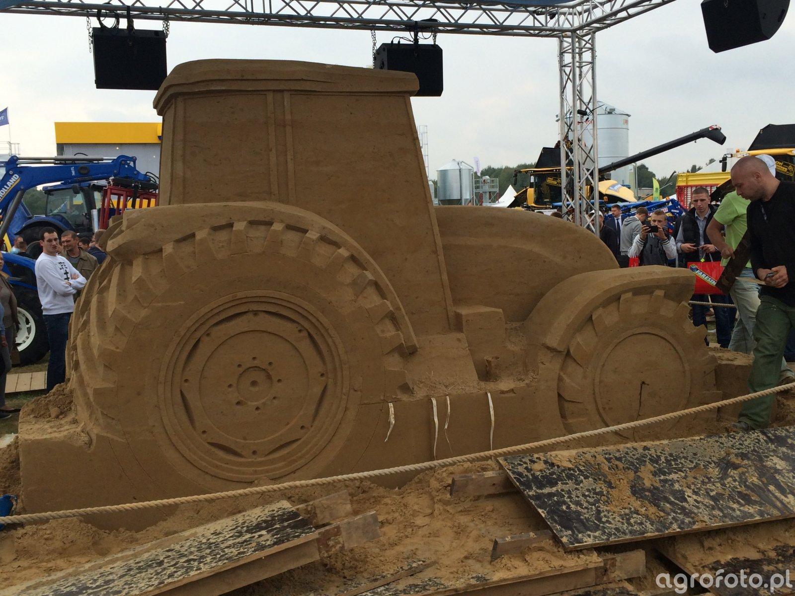 Traktor z piasku New Holland Agro Show