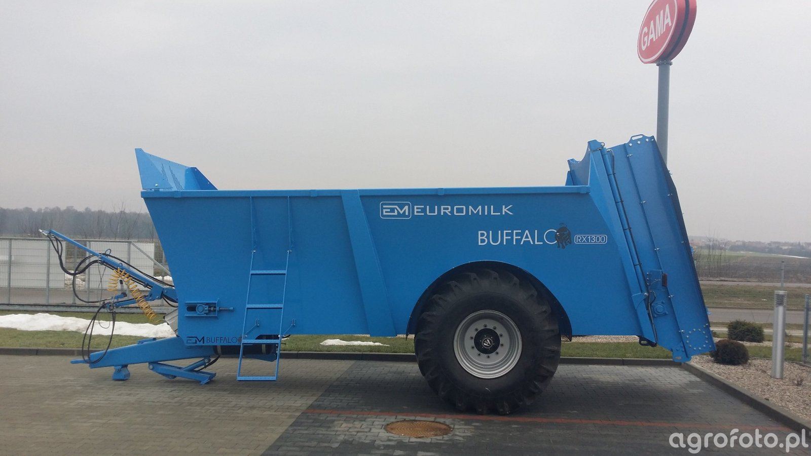 Rozrzutnik Obornika Euromilk Buffalo RX1300