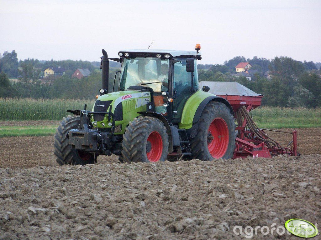 Claas Arion 640 Cebis + Lely / Accord