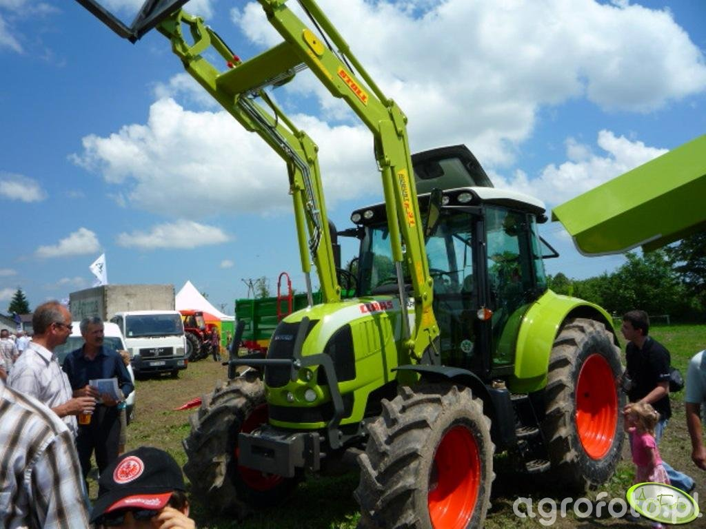 Claas Arion + Stoll robust F 31