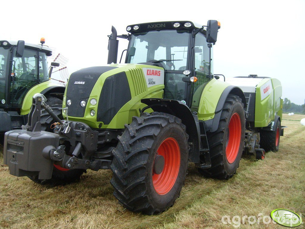 Claas Axion 820 & Rollant 455 RC Uniwrap