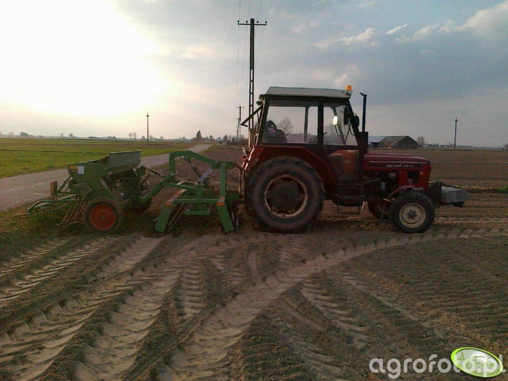 Zetor 7011 + Agro-Lift AUS2 2,5m + Hassia DU 250