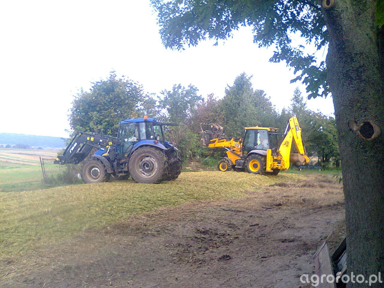 New Holland TD5030 & JCB 3CX