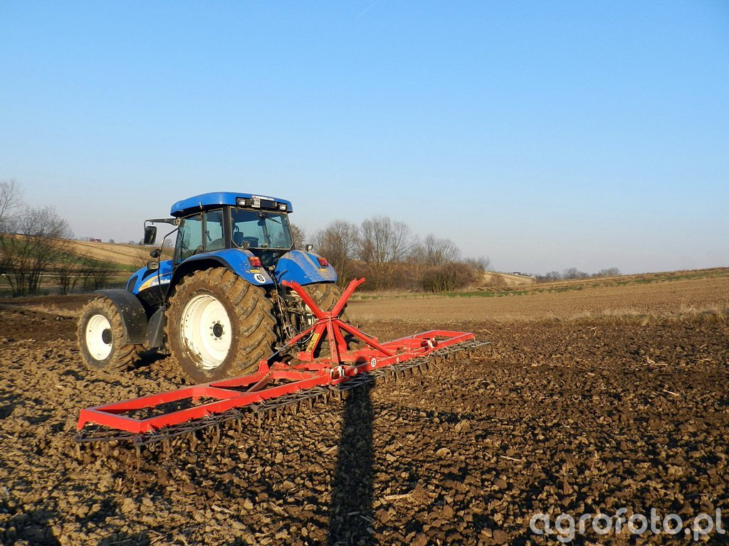 NH T7530 + Agromax 8,4m