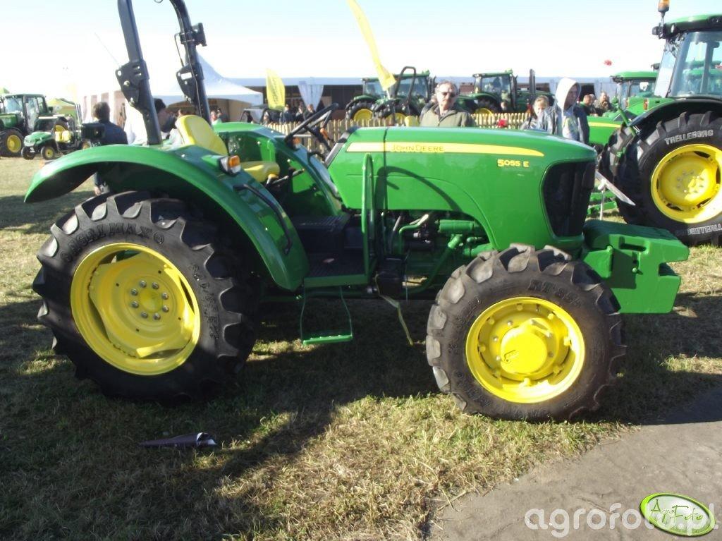 John Deere 5055E