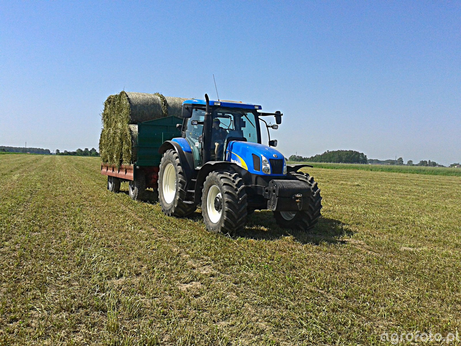 New Holland T6070 + HL8011
