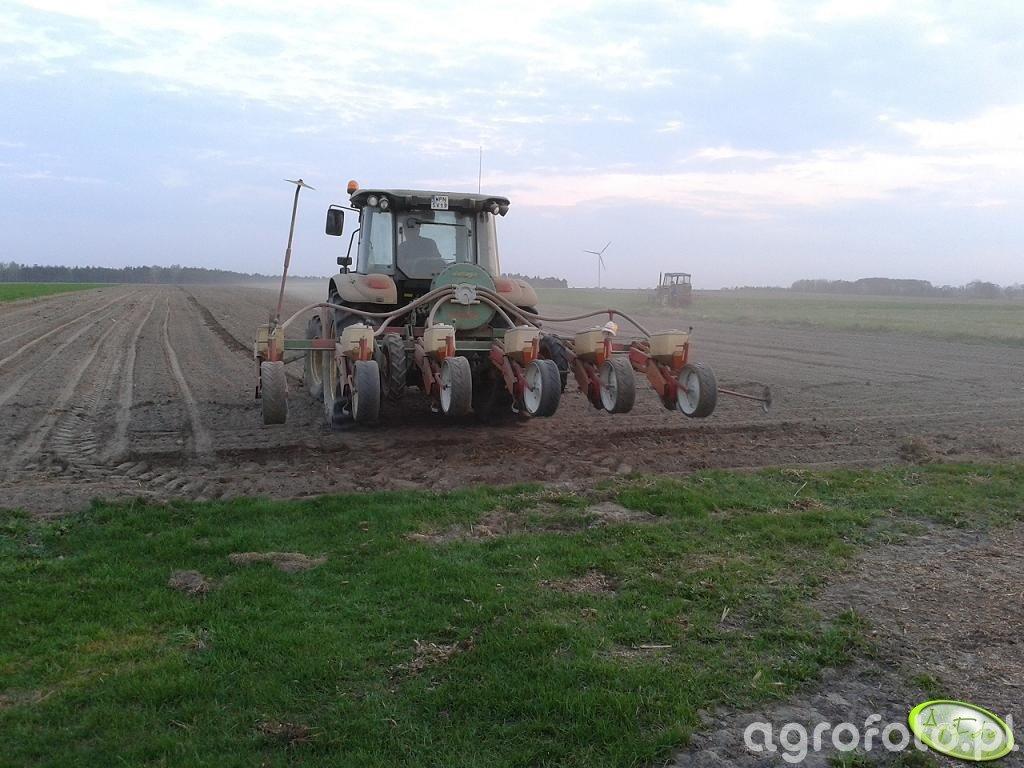John Deere 5100R + siewnik do kukurydzy