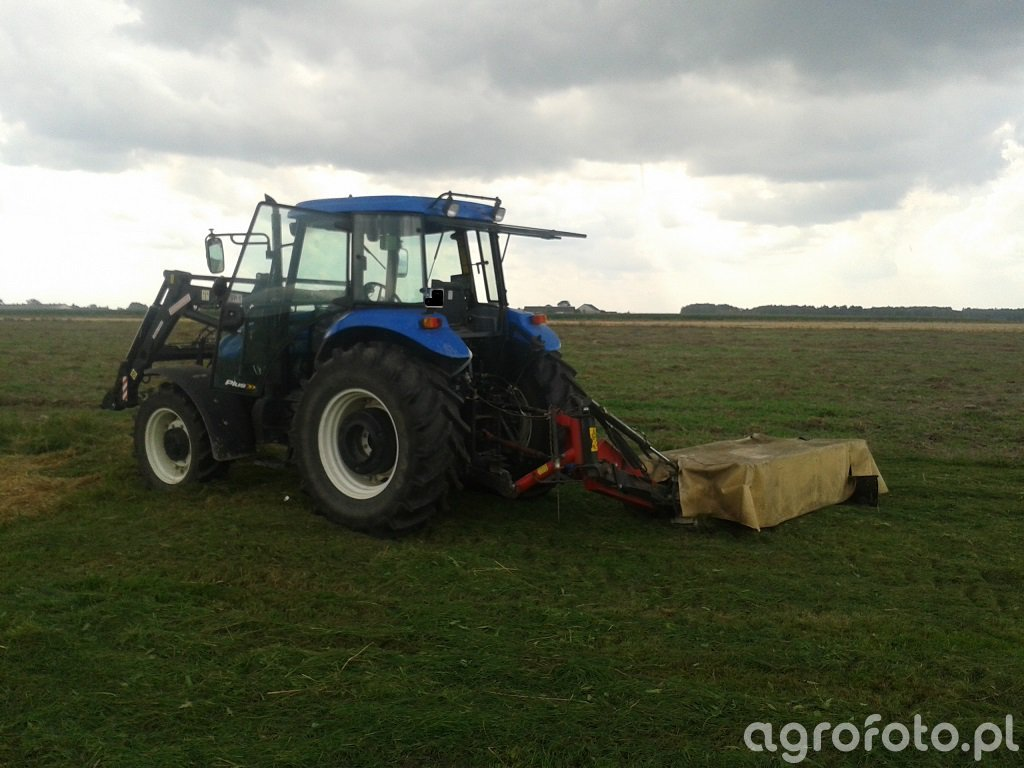 New Holland TD80D + Vicon CM 247