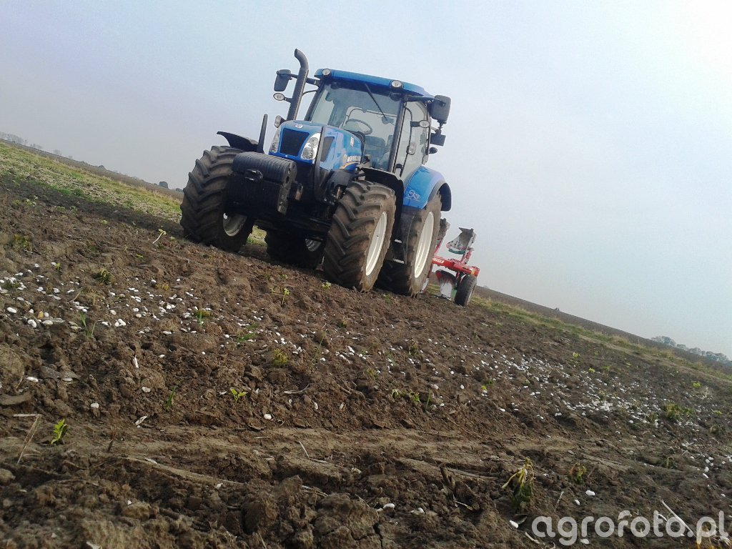 NH T6.155 + Agro Masz PO4