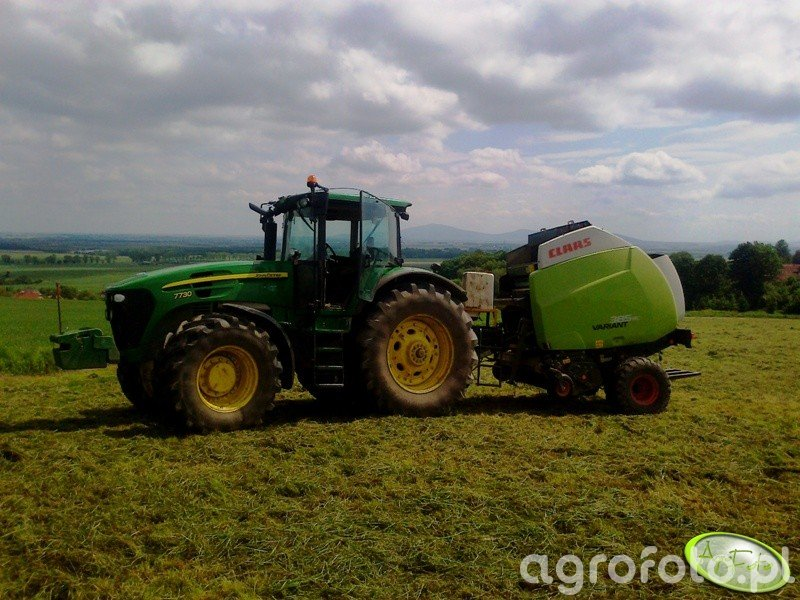 JD 7730 i Claas Variant 385 RC