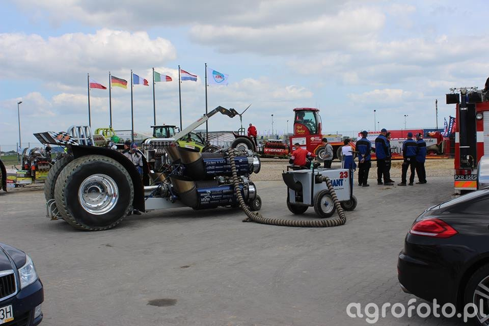 Tractor Pulling Giant