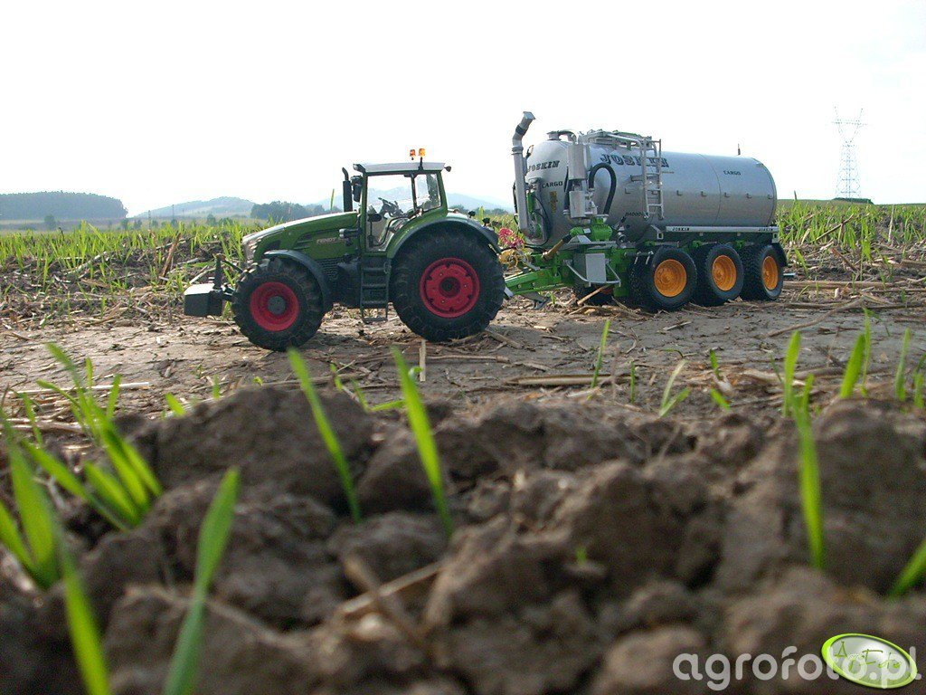 Fendt 936 Vario + Joskin Vacu-Cargo 24000