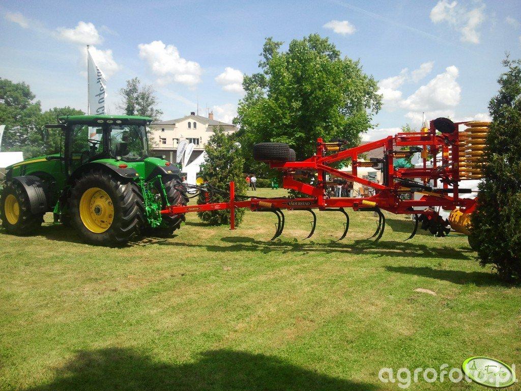 JD 8335R + Vaderstadt