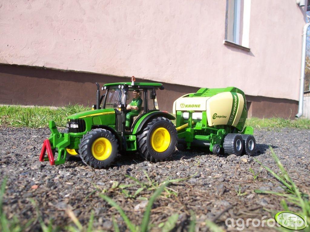 John Deere 5720+Krone Comprima V150XC