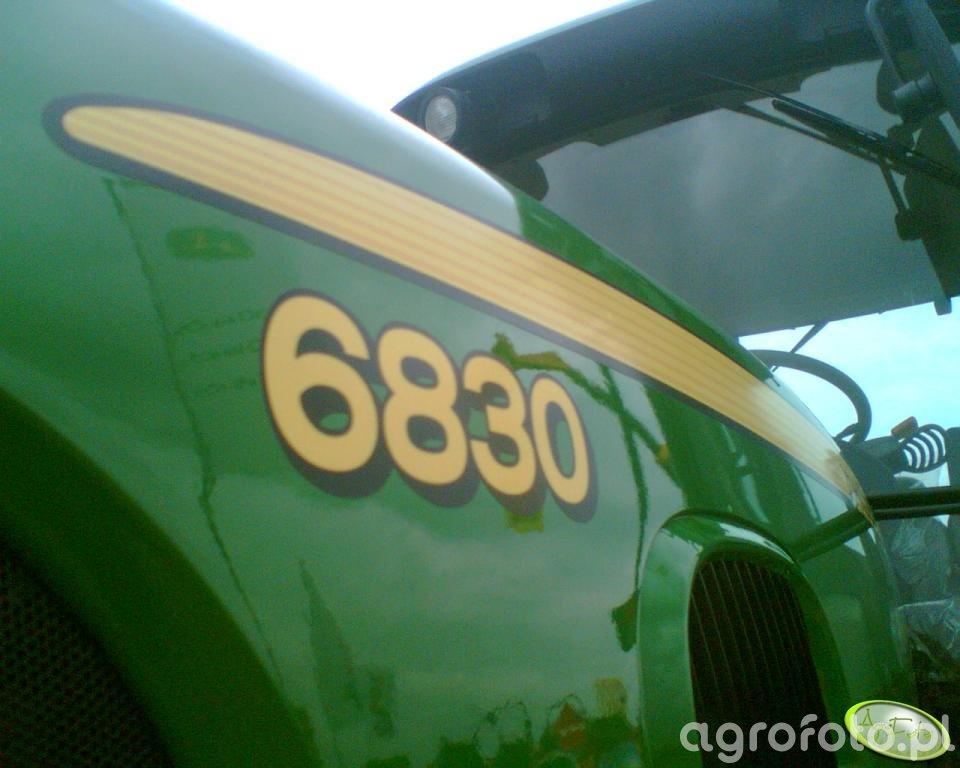 John Deere 6830