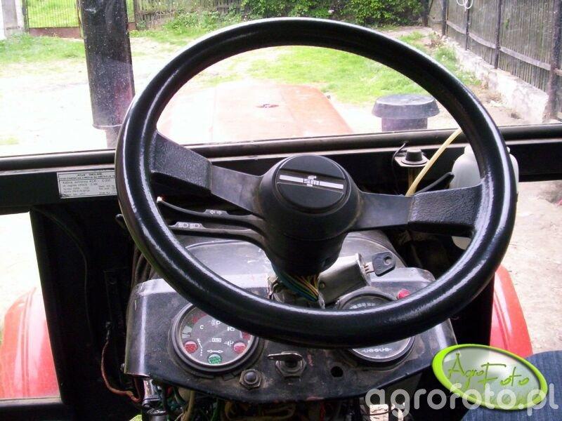 Kierownica wraz z przełącznikami i stacyjką pochodzi z Fiata