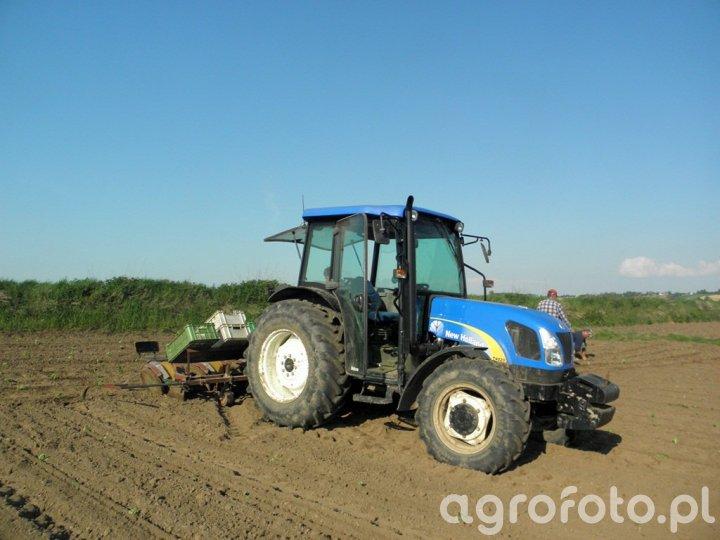 New Holland T4020 + Sadzarka