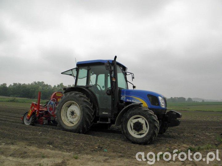 New Holland T4020 + Weremczuk Max Pneumatic 4