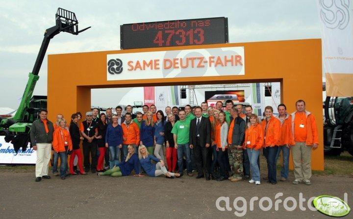 Same Deutz-Fahr - ekipa pracująca na stoisku 2010