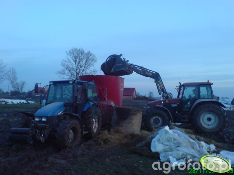 New Holland M135 i New Holland TL100 + paszowóz