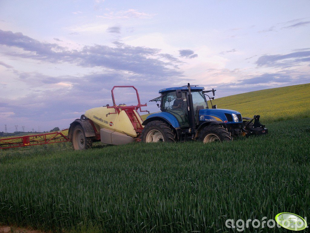 New Holland T6050RC & Hardi Commander 3200
