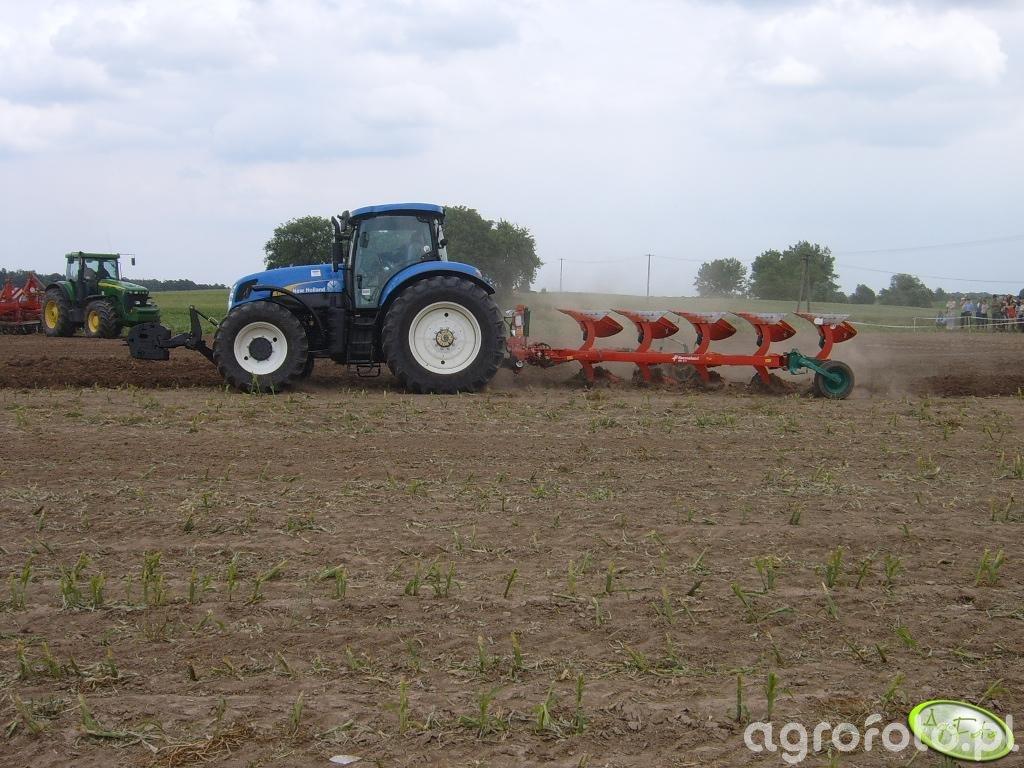 New Holland T7060 z Kvernelandem