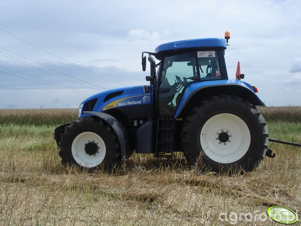 New Holland T7510