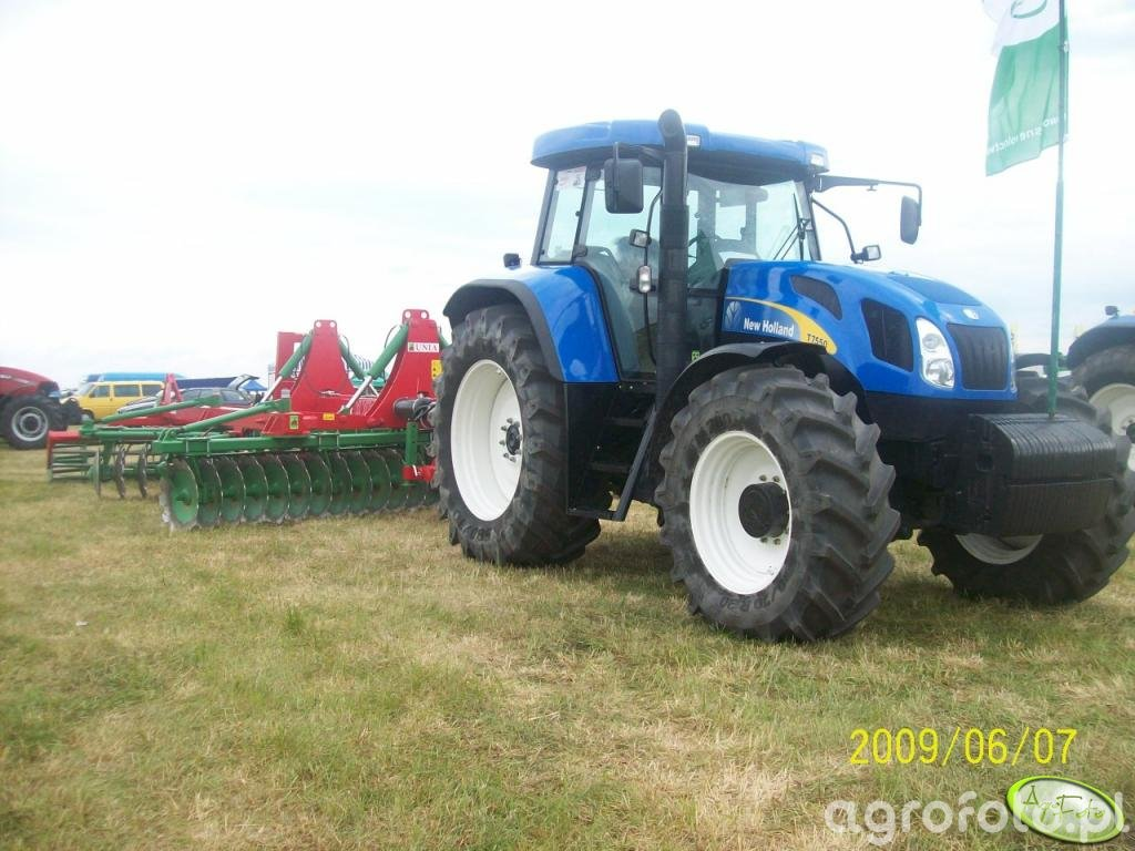 New Holland T7550 + Unia