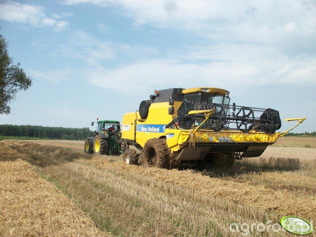 New Holland TC5070 & John Deere 6830