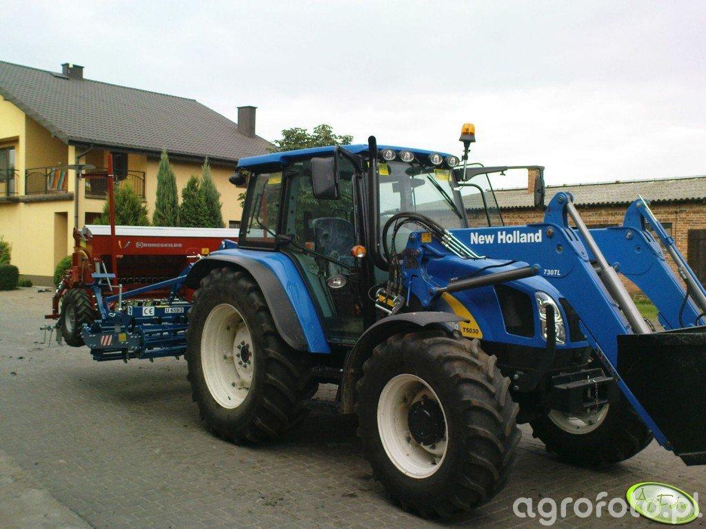 NH T5030 + Rolmako i Kongskilde
