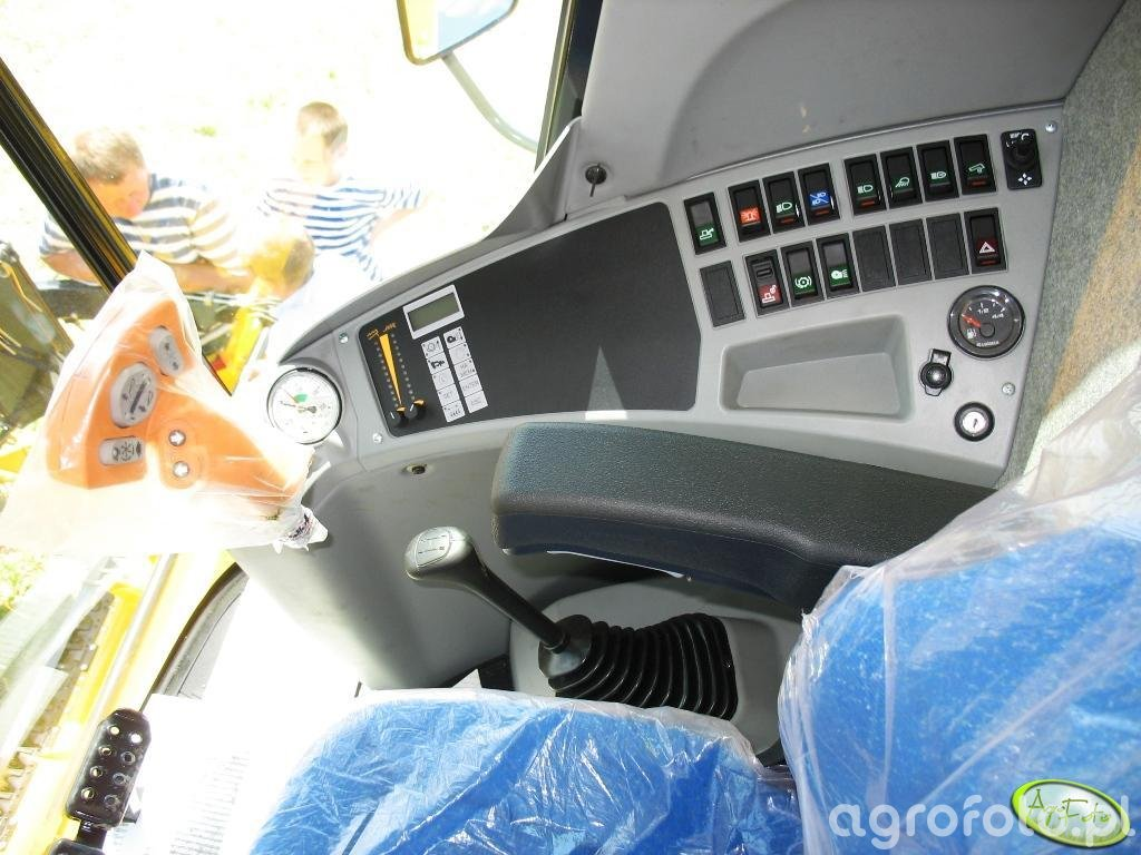 NH TC5040 Bizon - w kabinie
