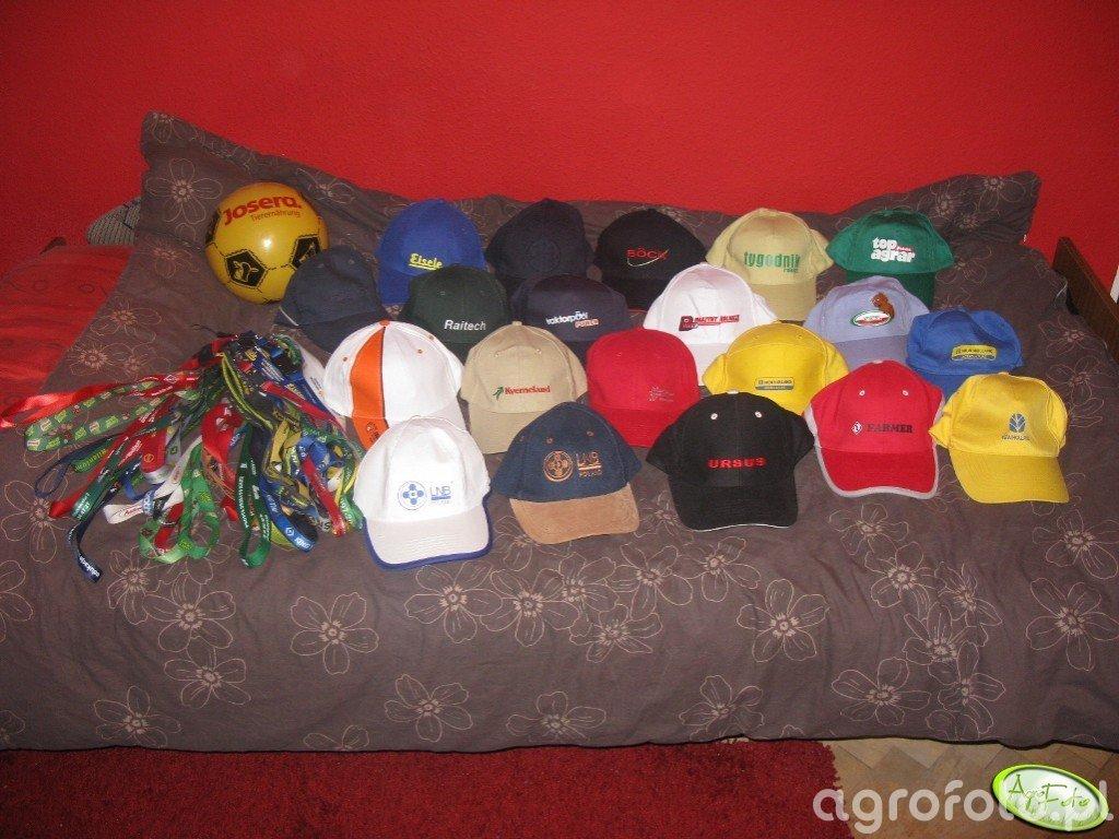 Piłka, smycze, czapki