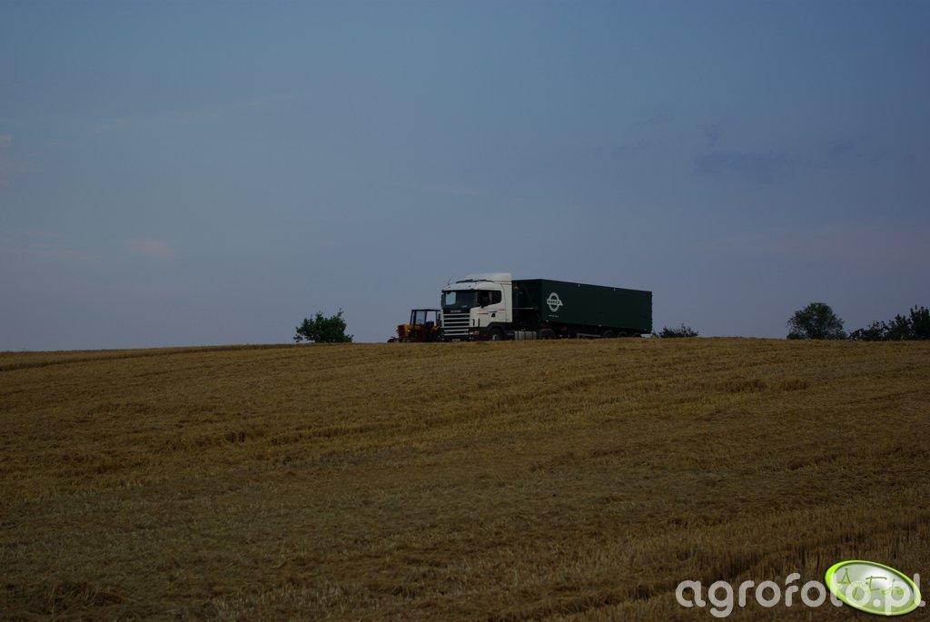 Ursus 330M i Scania 144L czekające na ich kolejke