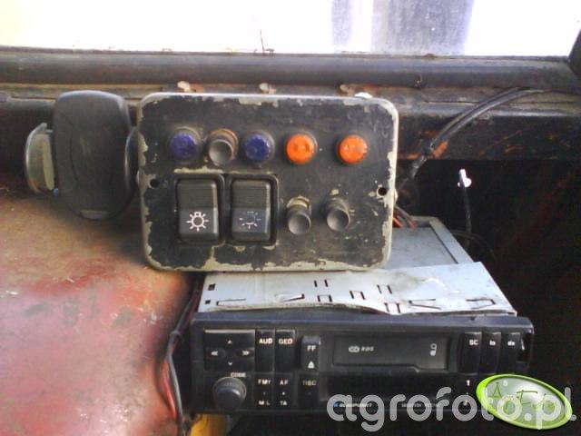 Włączniki i radio w C-360