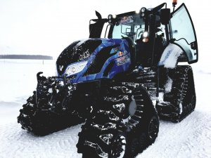 Valtra T234 Red Bull Crashed Ice