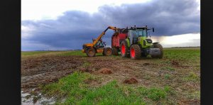 JCB 526S & Claas Arion 430