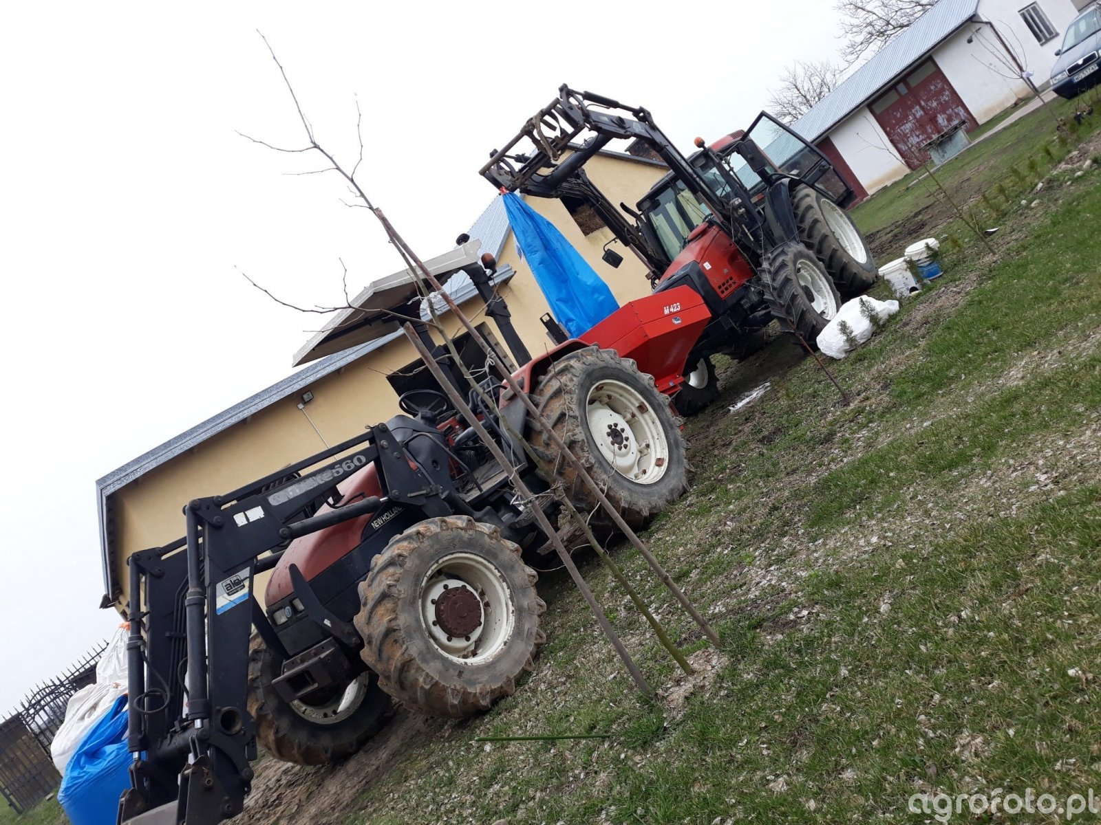 New Holland L75 i Valmet 6300