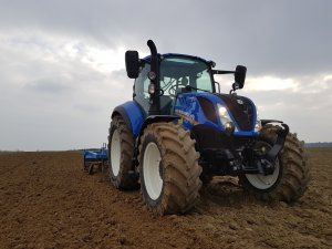 New Holland t5 & Agro LIft
