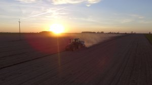 John Deere 5080R & Kuhn Planter 3