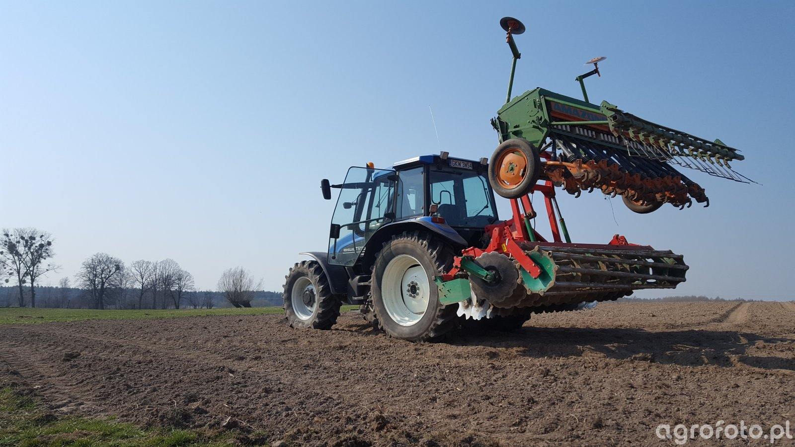 New Holland TS115 + AGROMASZ AT 3.0 + AMAZONE D8-30 SPECJAL