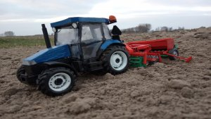 NewHolland TD5030+Zestaw uprawowo-siewny Agromasz+Polonez 3m