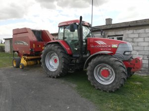 McCormick MTX 120 New Holland BR 750