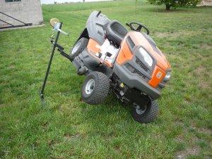 Podnośnik do traktorka kosiarki