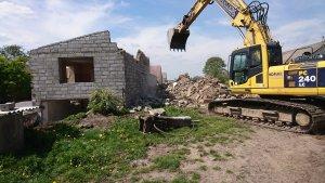 Wyburzanie budynku gospodarczego