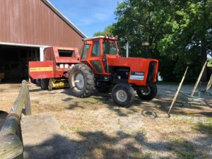 Allis-Chalmers 7020 + Belarka New Holland 650