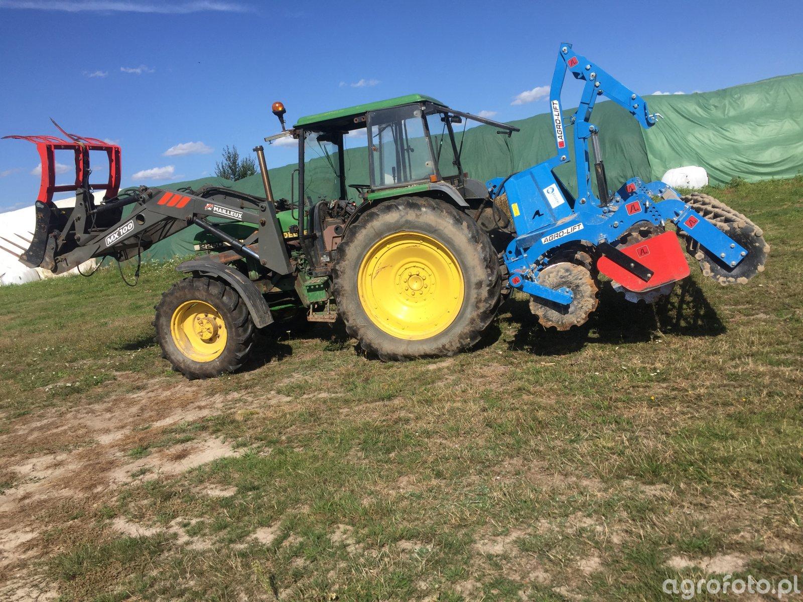 John Deere 2250 & AgroLift 3.0