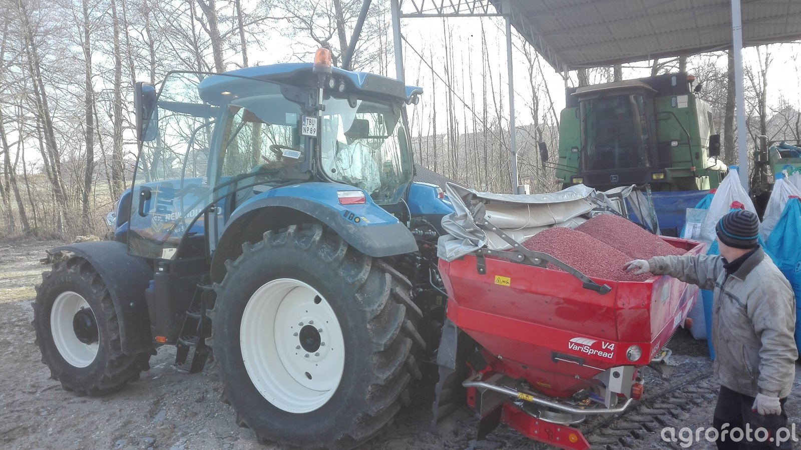 New Holland T7.165s i Rauch Axis 20.2 Q V4