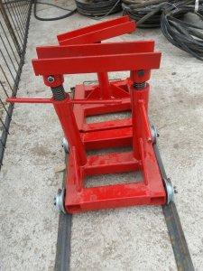 Wózki do rozpoławiania ciągników