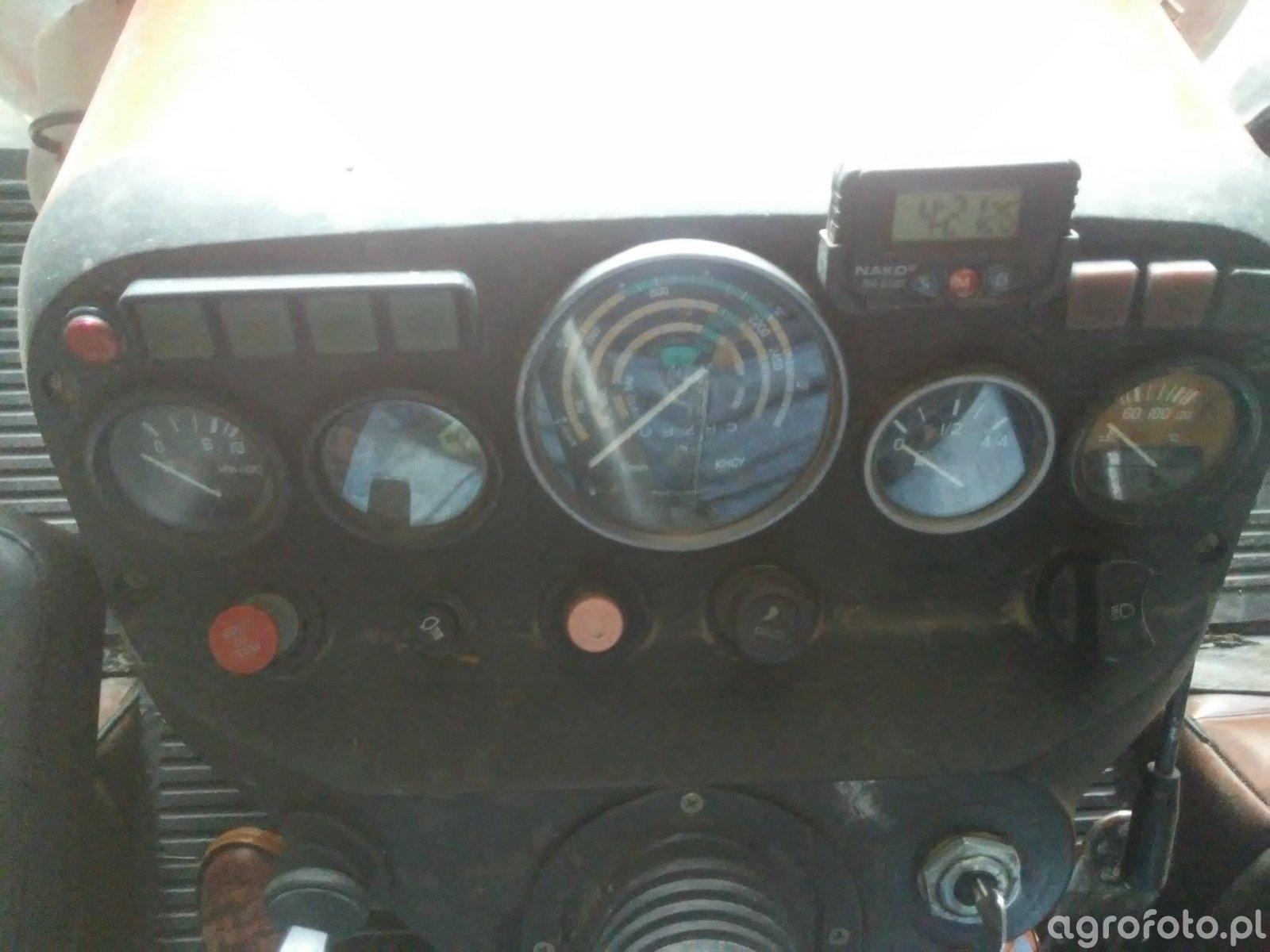 Kokpit Zetor 5211