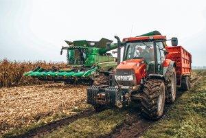 Case mx140 i John Deere s680i w kukurydzy